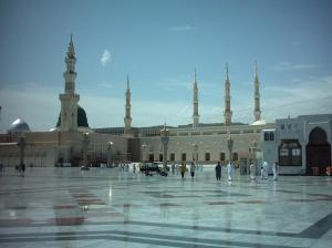 http://shw.izmira.fotopages.com/8431057/beautiful-Masjid-Nabawi-in-Madinah.html